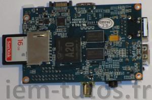 Vue de dessous de la BananaPi avec sa carte SD de 16Go